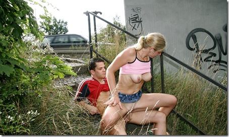 publicplacepussy-sex-near-the-highway