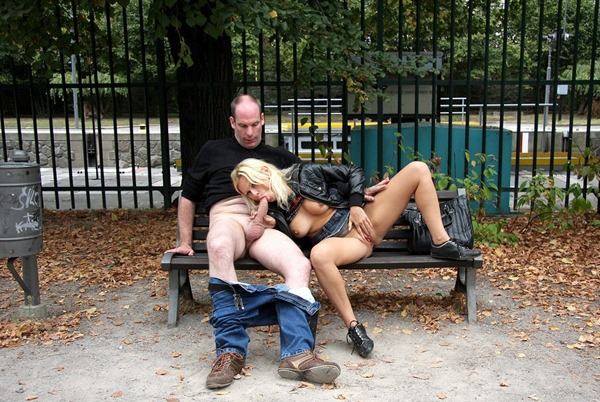 public-place-pussy-cock-sucking-in-the-park